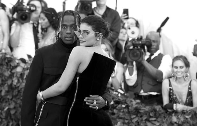Travis Scott & Kylie Jenner Remain Not Engaged Despite Wooing With Flowers