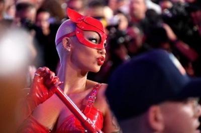 News: Amber Rose Goes Fully Nude On Instagram & Breaks The Internet