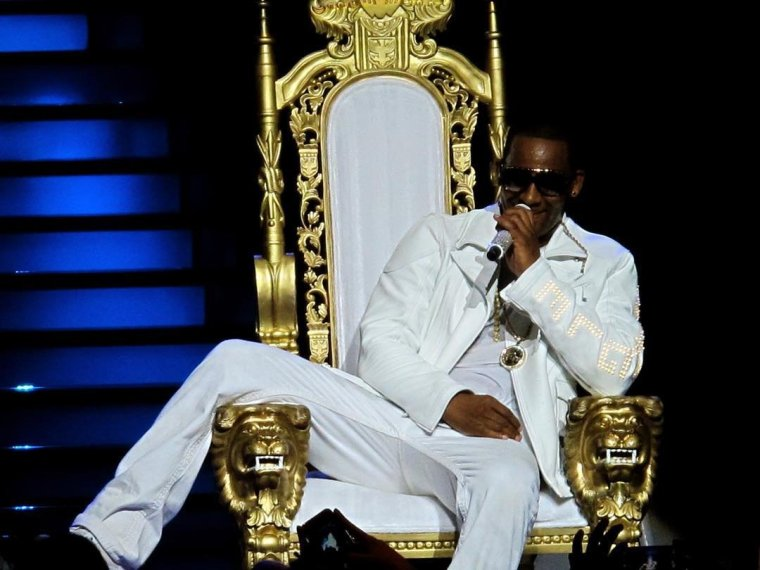 News:R. Kelly's Left With Negative $13 In Bank Account After Overdrawing