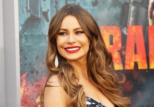 News: Sofia Vergara Swings Back To The '90s In