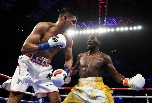 News: Terence Crawford Scores 6th Round TKO Over Amir Khan After Accidental Low Blow