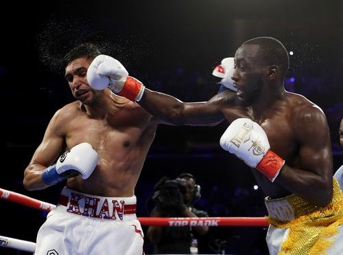 News: Amir Khan Was Peeing Blood After Low Blow From Terence Crawford